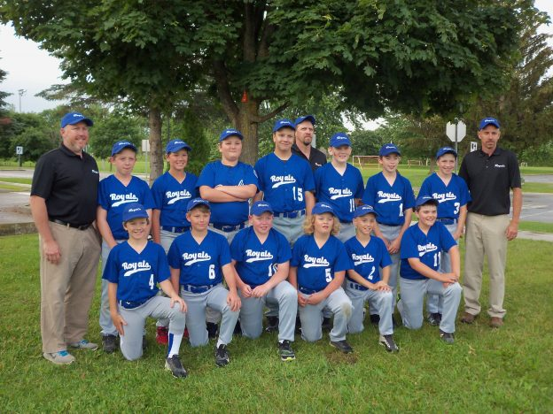 PErth Little league team lines up for a photo.