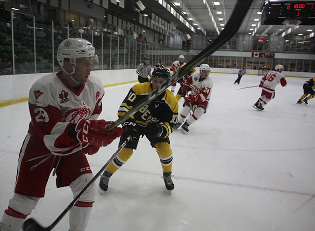 Smiths Falls bears take on Pembroke Lumber Kings.